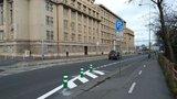 Návštěva radnice Prahy 7 o něco příjemnější: Na nábřeží Kpt. Jaroše jsou nová parkovací místa