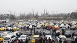 Stávka taxikářů: 400 aut jezdilo centrem Prahy, v pondělí budou pokračovat