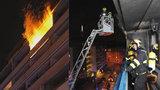 Noční požár na Žižkově. Z balkonu činžovního domu šlehaly plameny