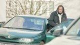 Pomeje hraje vabank! Po operaci je ve vypůjčené káře k nezastavení! Kam zmizelo jeho BMW?