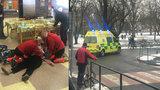 Žena z Litoměřic zkolabovala v jídelně, kde byli i strážníci: Rychlou pomocí jí zachránili život