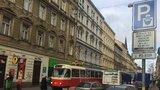 Nervózní lidé a silnice plné troubících aut: Ranní cesta ze Žižkova do centra trvala 40 minut