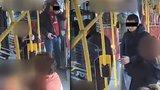 Střelba v autobusu na Smíchově: Policie stíhá dva cizince a hledá další svědky