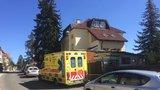 Drama v Dejvicích: Muž se zabarikádoval v bytě a vyhrožoval, že někomu ublíží