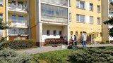 U zastávky v Bohnicích ležel muž. Zemřel v sanitce při převozu do nemocnice