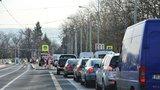 Kolaps dopravy v Praze! Strahovský tunel blokuje nehoda autobusu