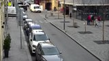 """VIDEO: """"Když mi to položíte, někoho zastřelím!"""" Policie dopadla muže, který chtěl zabíjet na ulici v Praze"""