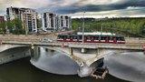 Válka o Libeňský most pokračuje: Historikové umění vyzývají zastupitele, aby ho nechali stát