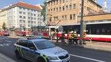 Tramvaj ve Vršovicích srazila důchodkyni (86). Je v umělém spánku