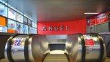 Do stanice Anděl po nových eskalátorech, ale pomaleji. Dopravní podnik otevře vstup od obchodního centra