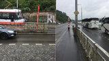 Dostat se k tramvaji u Čechova mostu je o nervy. TSK plánuje přestavbu zastávek