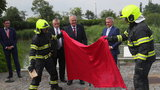Tajemný Zeman: Před novináři spálil červené trenýrky, které mu vlály na Hradě