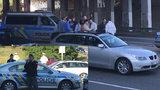 Gaunera zastavil až výstřel! Policisté na Spořilově stíhali podezřelé BMW, muž na ně zaútočil