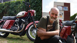 """Celebrita mezi mašinami! Bohuslav (63) """"převlékl"""" Harley-Davidson za Jawu, sklízí s ní úspěch i v zahraničí"""