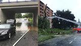 Voda potrápila východ republiky: Vichřice lámala stromy, deště zatopily sklepy
