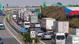 Hromadná nehoda na dálnici D10 před Prahou. Cesta na metropoli byla uzavřená