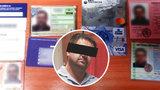 Podvodník utíkal před vězením 10 měsíců! Měl dokonalé krytí: Padělané průkazy včetně čtenářského