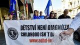 V Praze se protestovalo. Lidem se nelíbí podávání psychofarmak dětem