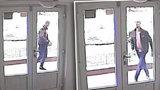 VIDEO: Nejdřív ukradl telefon, pak se dobýval do bytu v Bohnicích. Zloděje hledá policie