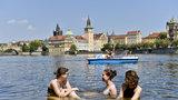 Tropy nepolevily ani ve čtvrtek. V Řeži u Prahy naměřili přes 37 °C