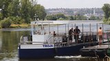 Přívoz v Troji do odvolání nejezdí: Zastavila ho velká voda