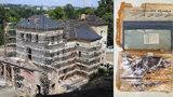 Tajemný objev ve Šlechtovce: Dělníci při rekonstrukci našli plechovou krabici, co skrývala?