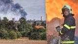 Obří požár u Kutné hory: Škoda přesáhla 10 milionů! 5 hasičů museli ošetřit záchranáři