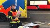 Tramvaj v Řepích srazila chodkyni. Ženu vyprostili hasiči