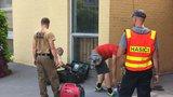 Anonym na úřadě Prahy 10 nahlásil bombu! Stovky lidí musely ven, podezřelé zavazadlo zkoumá pyrotechnik