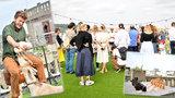 Kus venkova na střeše Lucerny: Kavárník Kobza přivezl louku se zvířaty a kvítím, klavír i ping-pong