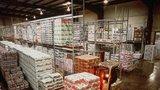 Kojenecké mléko se pařilo v 30stupňovém vedru: Veterináři odhalili v Praze nelegální sklady potravin