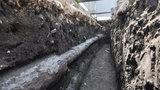 Senzační archeologický nález na Václaváku: Pod náměstím leželo dřevěné potrubí z 18. století
