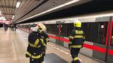 Půl hodiny nejezdilo metro: Mezi Kačerovem a Pražského povstání se měl ocitnout člověk v kolejišti