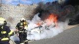 VIDEO: Auto na Pražském okruhu shořelo na popel! Škoda je 800 tisíc