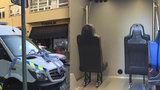 Pražští strážníci mají nový »dobytčák«. Opilci se povozí luxusní dodávkou s topením a klimatizací