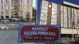 Náměstí Miloše Formana: Piazzetta v Pařížské nese jméno slavného režiséra. Hrozí stále její zastavění?