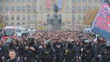 """Derby pražských """"S"""" se hraje dnes na Letné: Stovky slávistů pochodovaly na Spartu"""