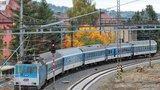 Komplikace na kolejích mezi Úvaly a Českým Brodem: Nákladní vlak je zablokoval, linky mají zpoždění
