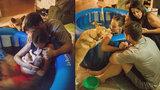 U domácího porodu asistoval pes! Od miminka se nehne ani na krok