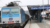 Opilec hazardoval se životem: Jel mezi vagony vlaku při rychlosti 200 km/h!
