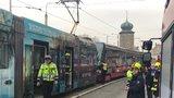 Dvě tramvaje se srazily u Tančícího domu! Zranilo se 12 lidí, byl aktivovaný traumaplán