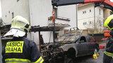 Ve Velké Chuchli uhořel v autě muž. Vozidlo chytlo kvůli přehřátému motoru