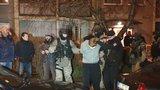 Brutální pokus o vraždu: Syn matce o Vánocích vypíchl oko, chtěl ji zabít, tvrdí policie