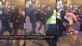 Útočník ztloukl ženu do bezvědomí na Nový rok: Vše zachytila kamera