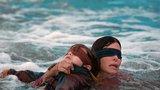 Bird Box způsobil šílenství: Kvůli hitu od Netflixu si ubližují zaslepení lidé