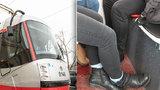 Tramvaje typu Škoda 14T jsou zase terčem kritiky: Tentokrát kvůli sedačkám