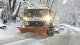 Sněhová kalamita na jihu Moravy: Uzavřené silnice, hodinová zpoždění u autobusů