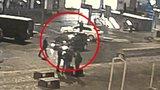 Kuriózní případ z Václaváku: Dva zfetovaní muži řídili auto na střídačku, prozradili se sami