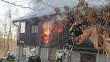 Ohnivé peklo v Petrově u Prahy: V chatě uhořela žena
