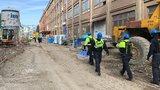 Razie na stavbě: Cizinci se před celníky schovávali v polystyrenu a na toaletách